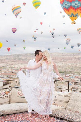 cappadocia wedding photos wedding photo balloons couple