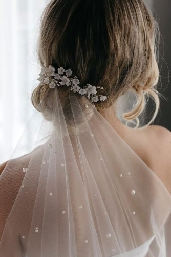 classic wedding hairstyles low bun with veil taniamarasbridal