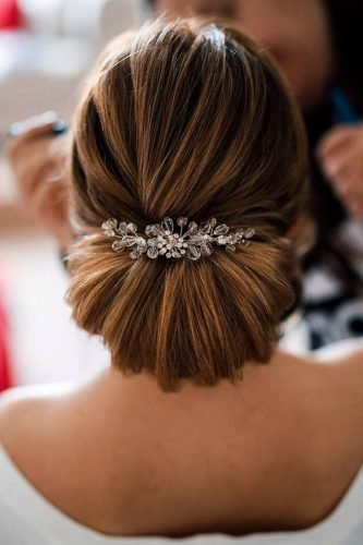 classic wedding hairstyles smooth textured chignon with headpiece niezwykle_czesanie