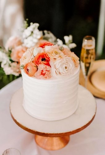 small wedding cakes stylish floral cake emilystarpoole
