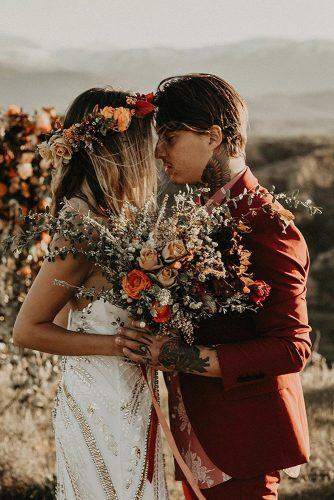 summer wedding trends bohemian couple in rust colors bridal bouquet with roses darkmaito