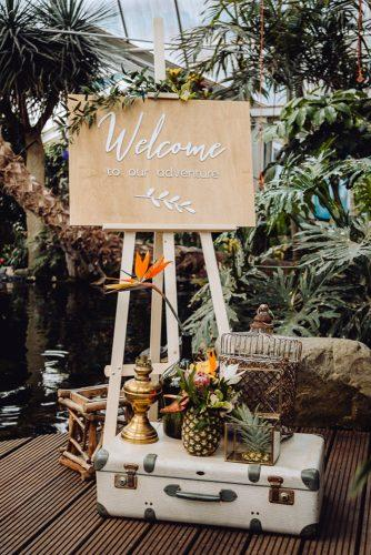 summer wedding trends welcome sign tropical vintage décor nina haverkamp photography