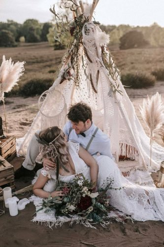 bohemian wedding ideas bohemian couple under the teepee a_stone.de