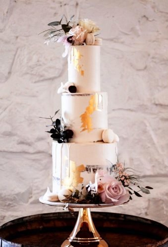 simple elegant chic wedding cakes tender wedding cake with gold jycakedesigns