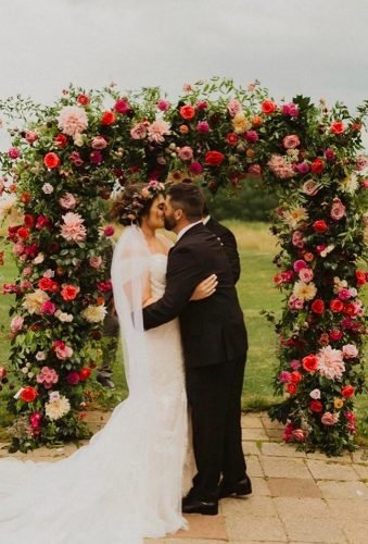 wedding arch decoration ideas kiss under wedding arch tessschilkephotography