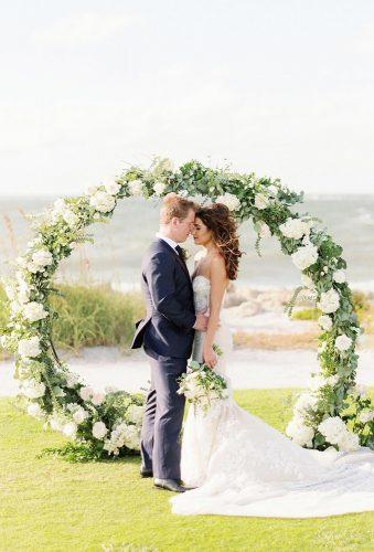 wedding wreaths flower romantic wedding couple hunterryanphoto