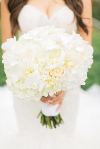 white wedding bouquets inspiration classic bouquet Simply Sweet Photography