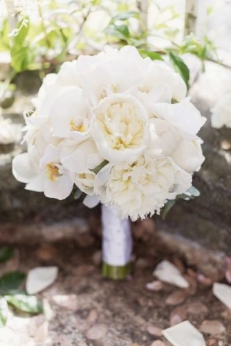 white wedding bouquets inspiration classic wedding bouwuet Craig and Eva Sanders Photography