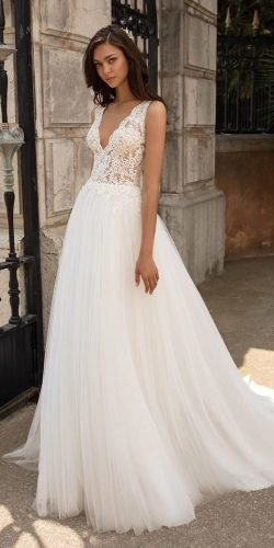 a line wedding dresses v neckline lace top tulle skirt beach pronovias