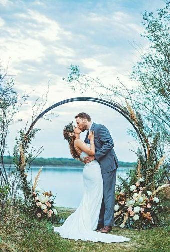 wedding floral moon gates couple kiis near gates tamaramichellephotography