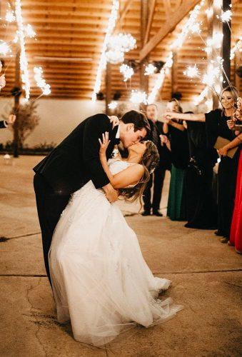 wedding light ideas kiss dip pose janelle elise photo