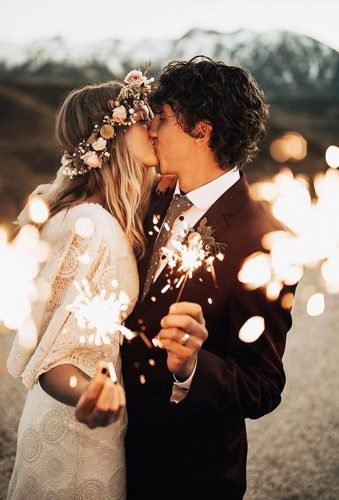 bohemian wedding photos kiss with sparkler kierstinjones