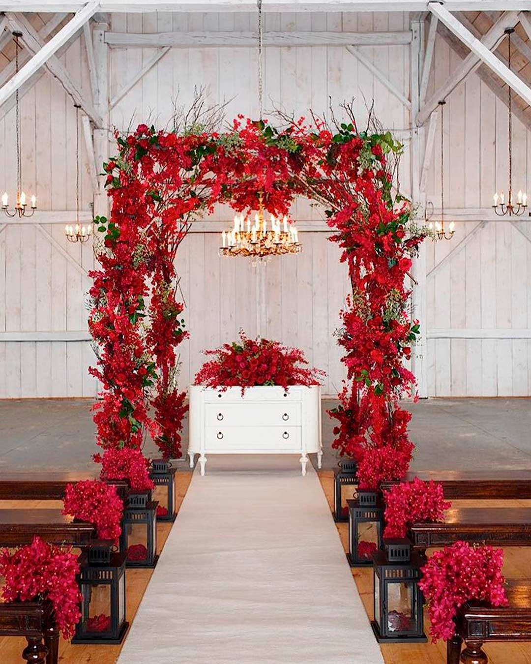 rustic wedding ideas aisle lanterns red flowers