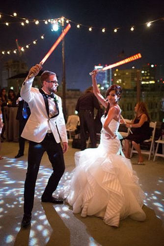 star wars wedding newlyweds dancing with lightsabers