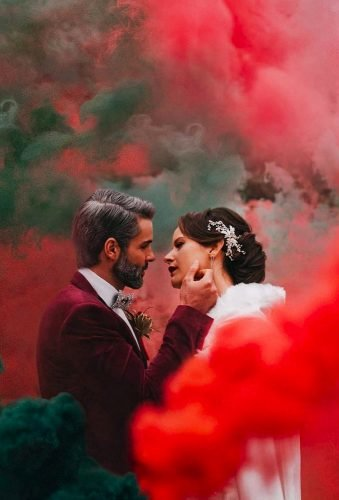 wedding entourage photo ideas couple in smoke tashaclinephotography