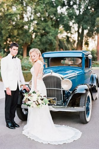 wedding entourage photo ideas couple nearblue car stevenleyvaphoto