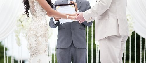 how long should wedding vows be newlyweds exchanging vows featured