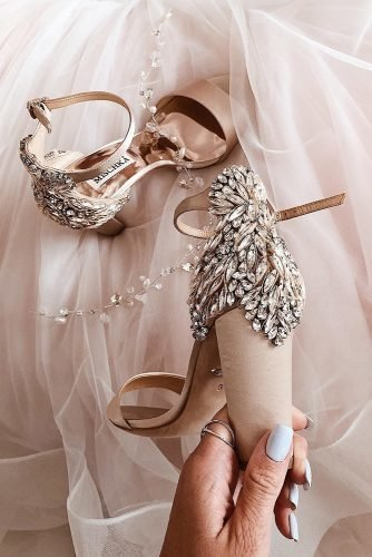 wedding shoes low heels with crystal badgley mischka gold
