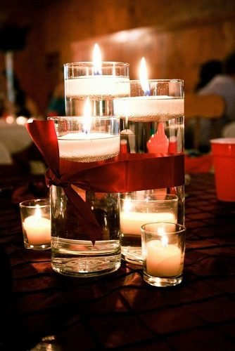 christmas wedding ideas candles with red bow