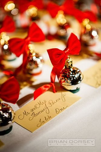 christmas wedding ideas christmas bowls with red bows