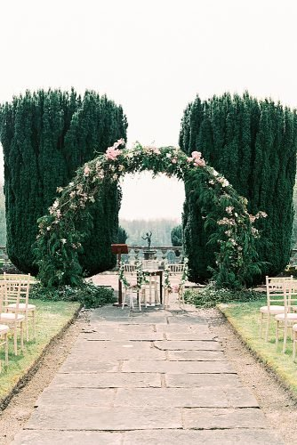 outdoor wedding ideas greenery wedding arch