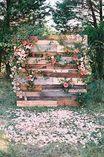 outdoor wedding ideas wooden decor with flowers