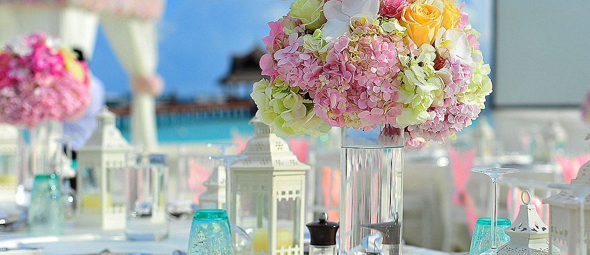 wedding ideas for summer flowers table decor featured