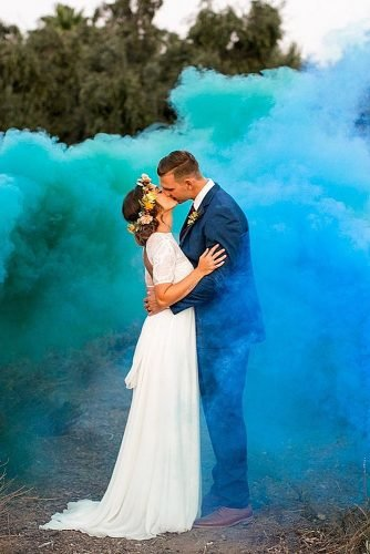 wedding ideas for summer smoke bombs