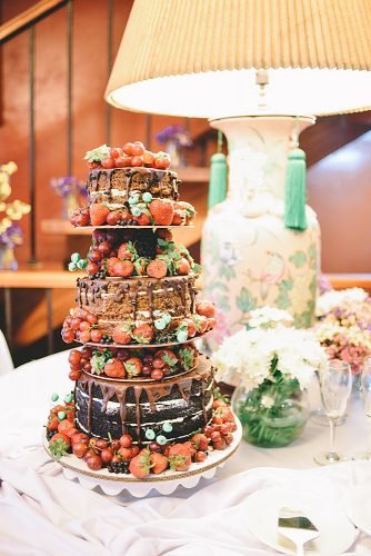 wedding ideas for summer wedding cake with strawberrie