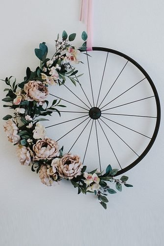 wedding ideas for summer wheel with flowers wedding decor