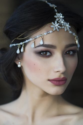 wedding trends beautiful bride with natural makeup
