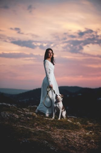 wedding trends bride with dog