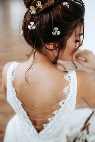 wedding hair accessories dark high bun with small flower pins juliafratichelli.bridalstylist