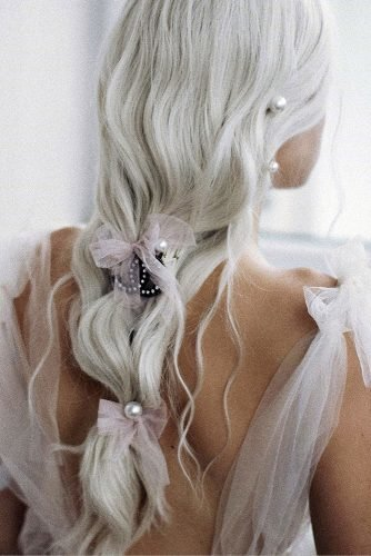 wedding hair trends elegant textured blonde hair down with bows ulyana aster