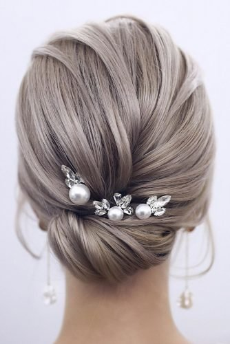 wedding updos for short hair elegant low bun with hairpin tonyastylist