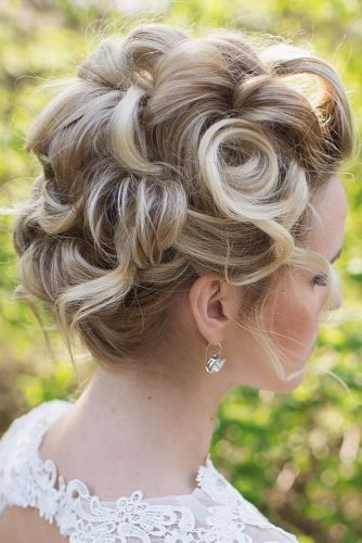 wedding updos for short hair pin up curls on blonde annette_updo_artist