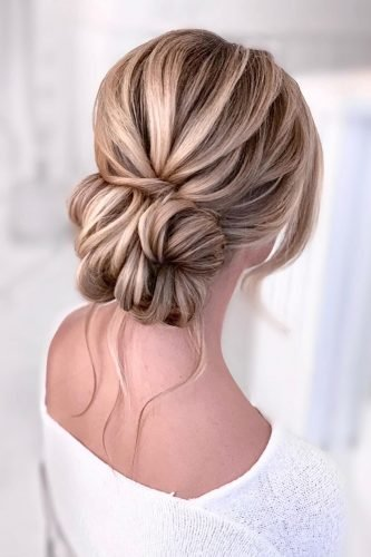 bridesmaid hairstyles low smooth bun on blonde hair kasia_fortuna