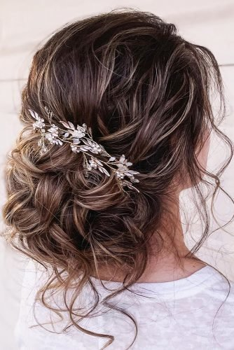 bridesmaid hairstylestextured airy low updo with loose curls and pin hairspray_studio