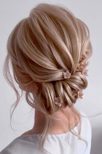 pinterest wedding hairstyles side swept roll with pink flowers kasia_fortuna