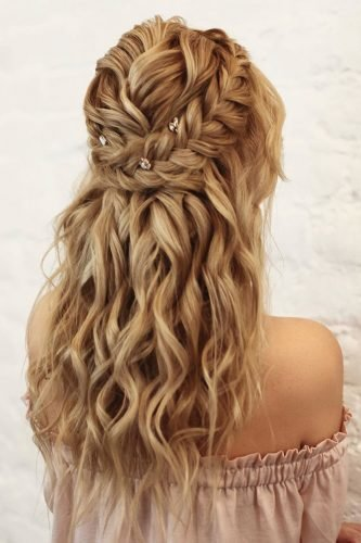 wedding hairstyles for curly hair half up half down with braids kiramaslik