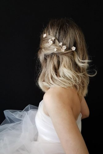 wedding hairstyles for medium hair down one side pin with white flowers taniamarasbridal
