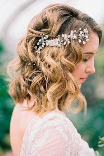 wedding hairstyles for medium hair loose lob side pin with sparkle accessorie haircomesthebride