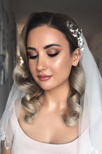 wedding hairstyles with veil elegant curls with hair down shiyan_marina
