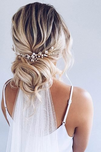 wedding hairstyles with veil loose lob bun on blonde with flowers polishedstylejustine