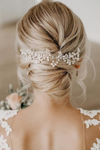 wedding updos for medium hair swept low bun with pearls dieschoenmalerin