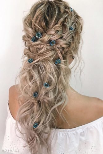 boho wedding hairstyles textured wavy hair down half up with braids and small flowers obraz31