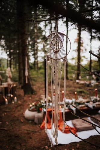 forest wedding styled shoots boho dream catcher in wood fotografie danielaebner
