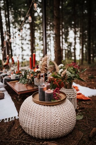 forest wedding styled shoots boho table with candles and pampas grass fotografie danielaebner