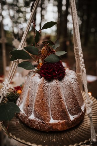 forest wedding styled shoots dessert pie with berries fotografie danielaebner