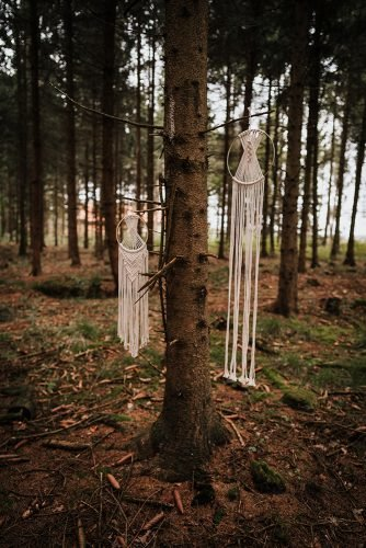 forest wedding styled shoots dream catchers boho reception fotografie danielaebner